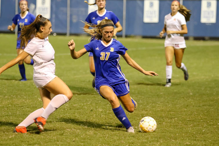 Brentwood girls soccer remains undefeated in 'Battle of the Woods' with Ravenwood