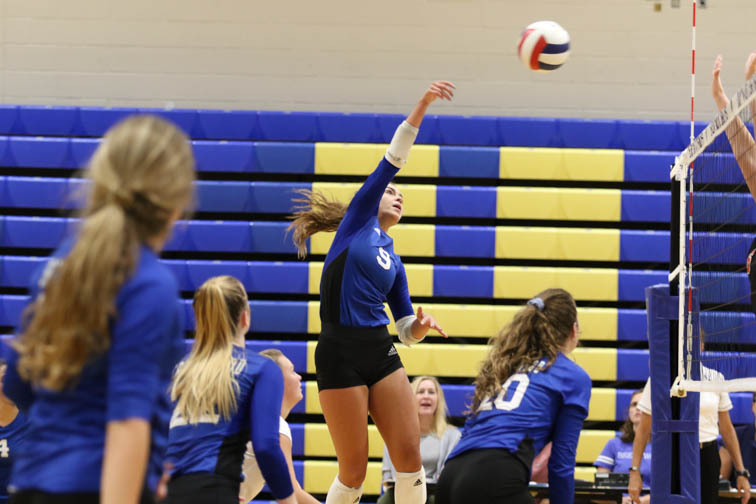 VOLLEYBALL: Brentwood 'Battles' back against Ravenwood in instant classic