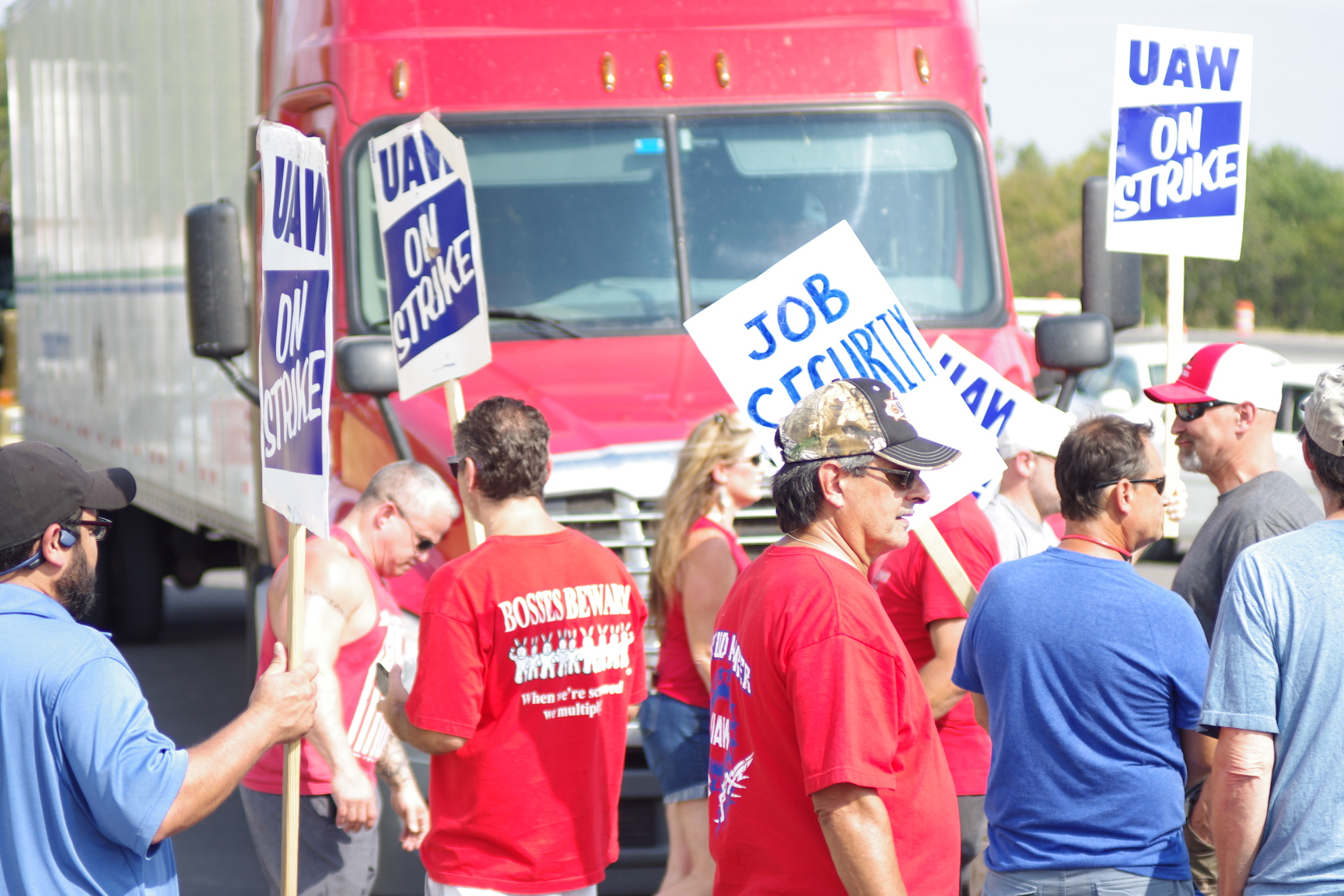 Spring Hill GM workers compromise with law enforcement on blocking truck access to plant